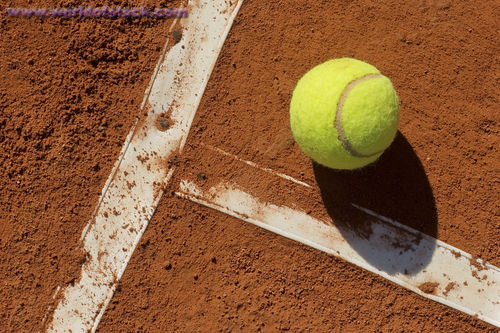 Tennis playing surface and physical preparation